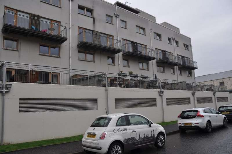 2 Bedrooms Flat for rent in Lochburn Gardens, 2/2, Maryhill, Glasgow , G20 0SL