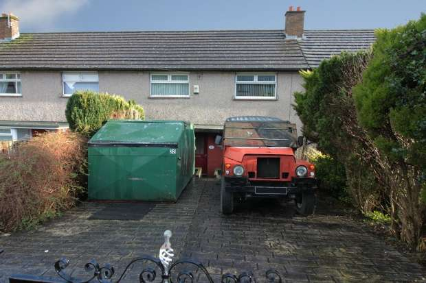 3 Bedrooms Terraced House for sale in Longhouse Road, Halifax, West Yorkshire, HX2 8RE