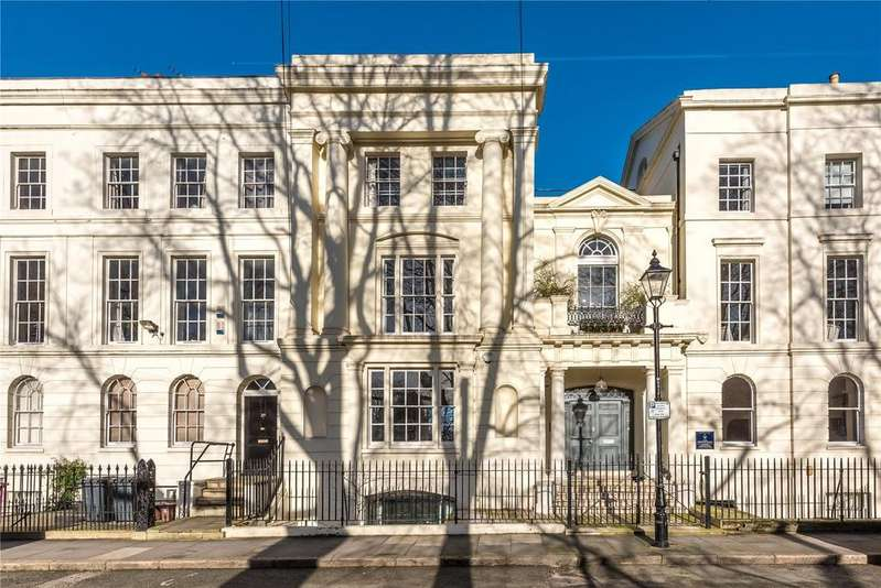 5 Bedrooms Terraced House for sale in Tredegar Square, Bow, London, E3