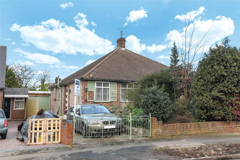 2 Bedrooms Semi Detached Bungalow for sale in Harford Road, London, E4