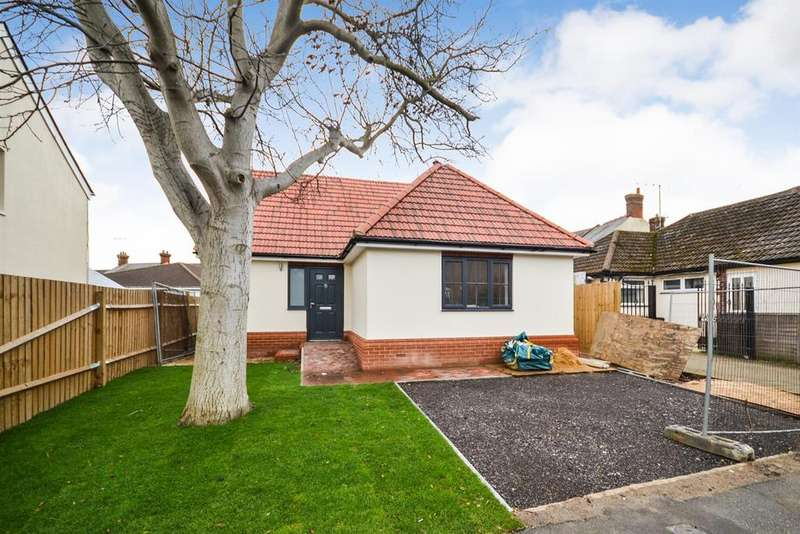 2 Bedrooms Bungalow for sale in Alexandra Road, Burnham-On-Crouch