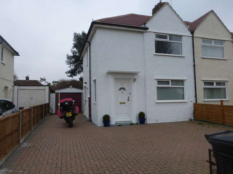 2 Bedrooms Semi Detached House for sale in Parkway, New Addington, Croydon, CR0