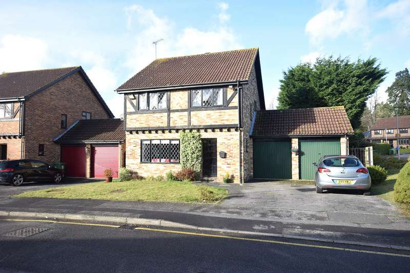 4 Bedrooms Detached House for rent in Lyndhurst Close, Martins Heron, Bracknell, Berkshire, RG12