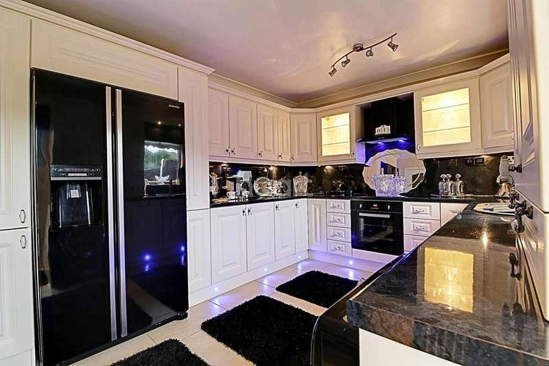 3 Bedrooms End Of Terrace House for sale in Smith Street, Balby, Doncaster