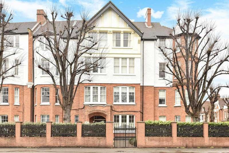2 Bedrooms Flat for sale in Esmond Gardens, South Parade, Chiswick
