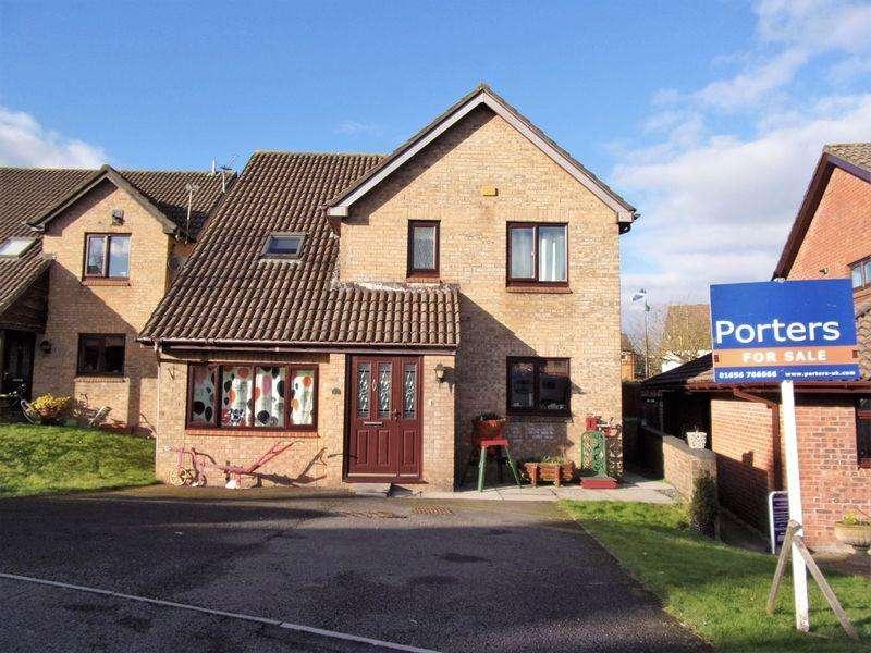4 Bedrooms Detached House for sale in St Michaels Way Bridgend CF31 2BE