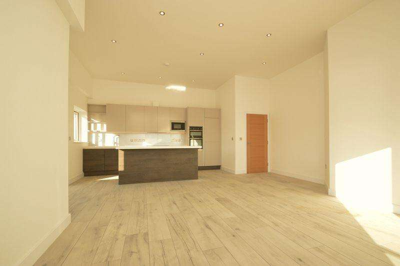 3 Bedrooms Penthouse Flat for sale in SANDOWN