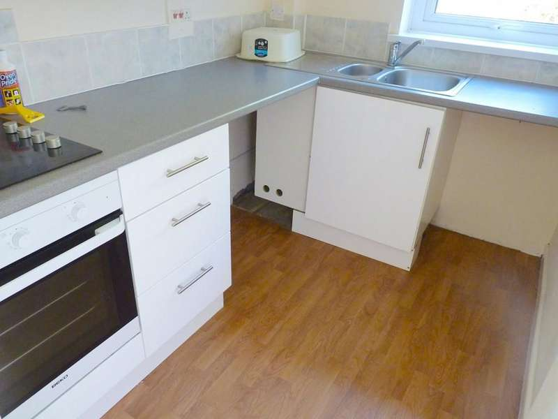 3 Bedrooms Flat for rent in West Charleton