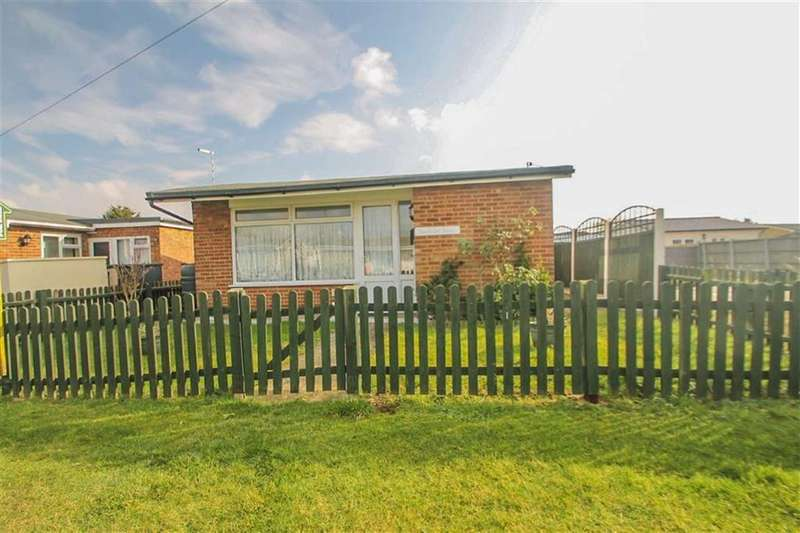 2 Bedrooms Detached Bungalow for sale in Colne Way, St Osyth