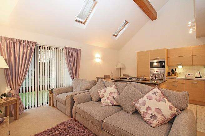 2 Bedrooms Apartment Flat for sale in Woldhurst Court, Runcton Lane, Runcton PO20
