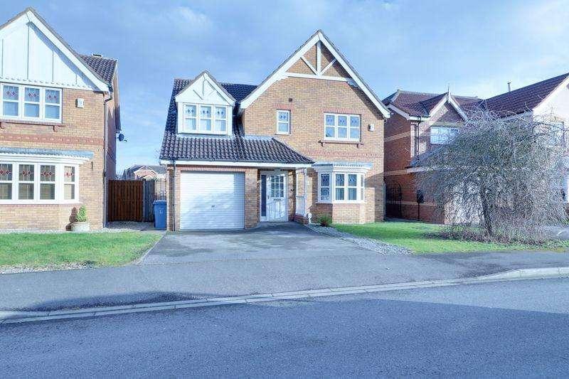 4 Bedrooms Detached House for sale in Hartsholme Park, Kingswood