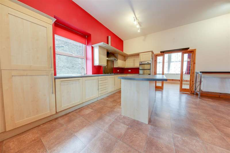 5 Bedrooms Terraced House for rent in Market Street, Whitworth