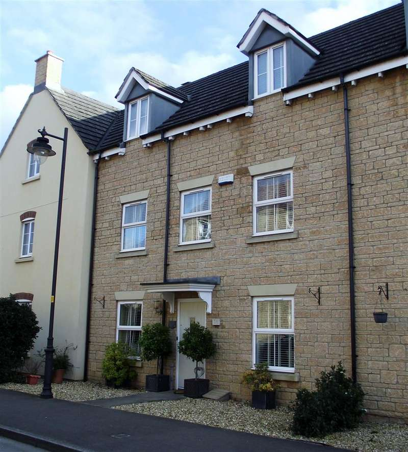 4 Bedrooms Town House for sale in Buzzard Road, Calne