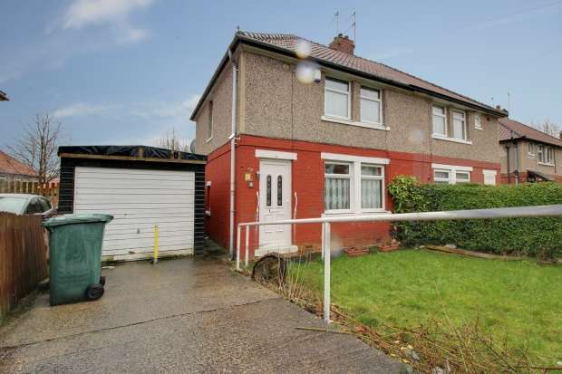 2 Bedrooms Semi Detached House for sale in Bedivere Road, Bradford, West Yorkshire, BD8 0DT