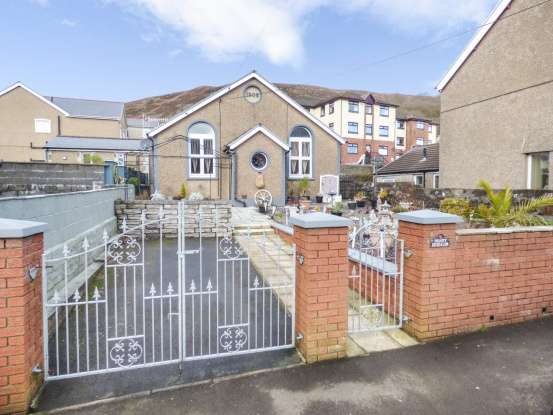 4 Bedrooms Bungalow for sale in Prospect Place, Aberdare, Mid Glamorgan, CF44 6HR