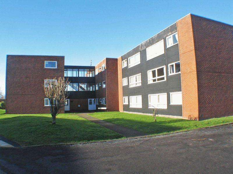 2 Bedrooms Apartment Flat for sale in Airedale Court, Poulton, FY6 7SG