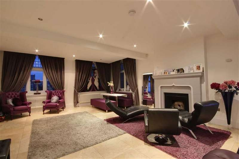 3 Bedrooms Flat for rent in Royal Connaught Park, Bushey, Hertfordshire