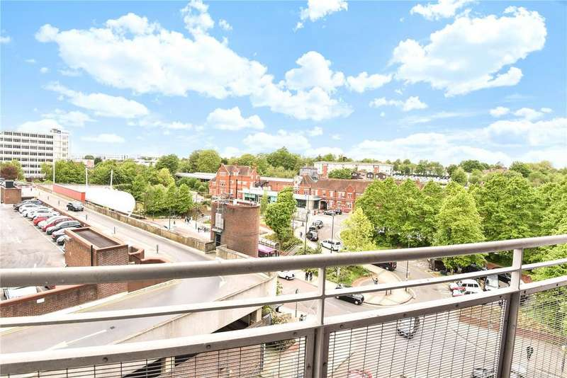 2 Bedrooms Flat for sale in Crown Heights, Alencon Link, Basingstoke, Hampshire, RG21