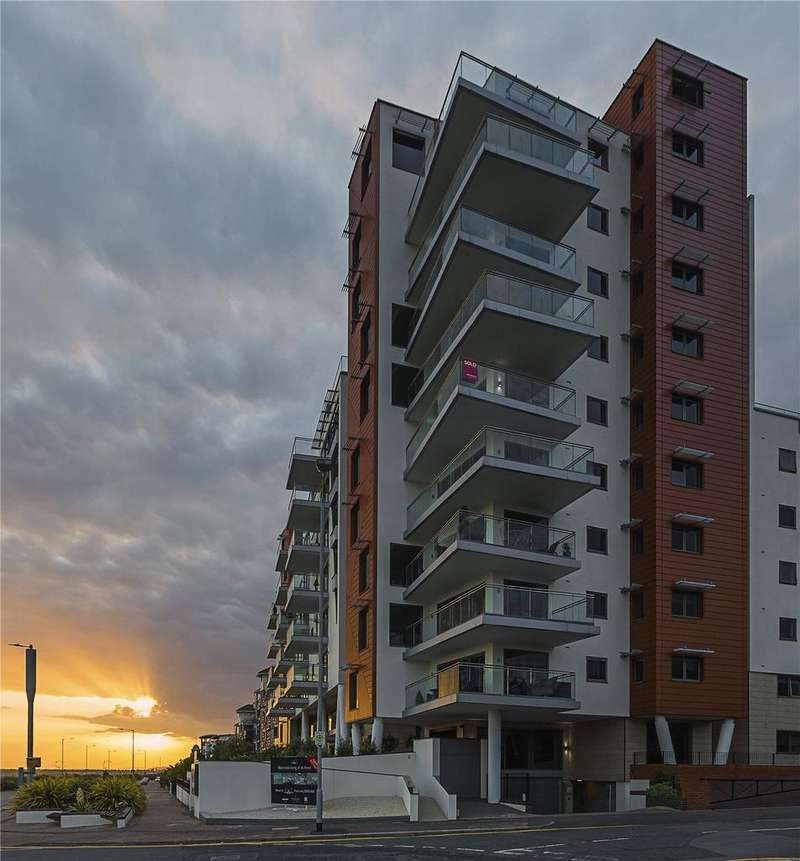 2 Bedrooms Flat for sale in E20 The Shore, 22-23 The Leas, Westcliff On Sea, Essex, SS0