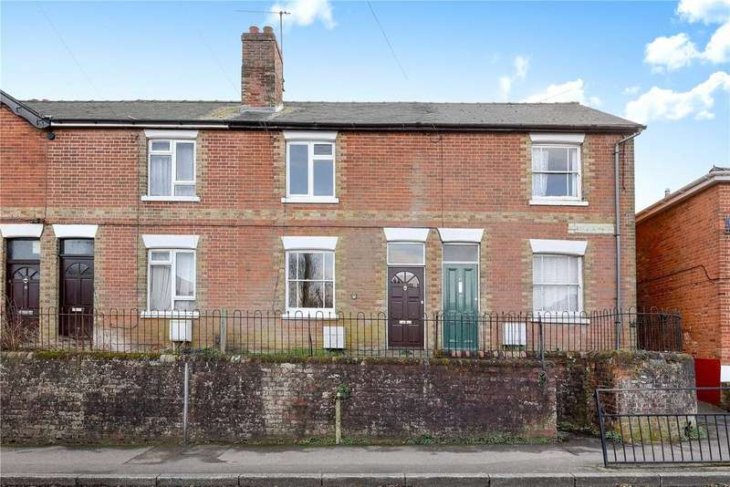 2 Bedrooms Terraced House for sale in Southern Road, Basingstoke, Hampshire, RG21