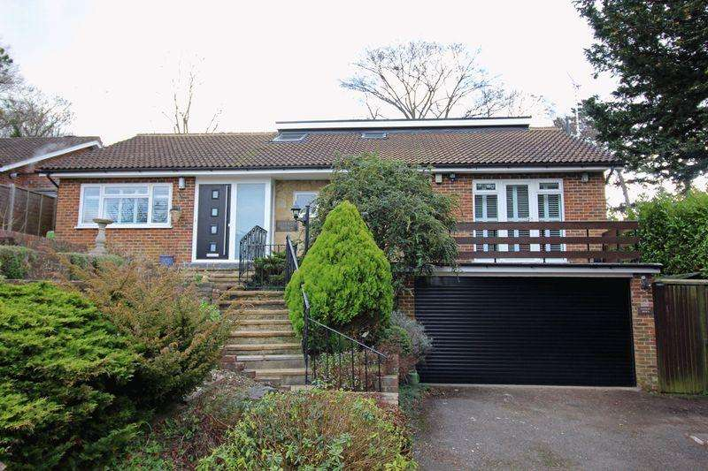 4 Bedrooms Detached House for sale in Hook Hill, Sanderstead, Surrey