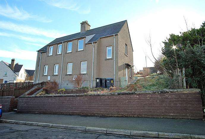3 Bedrooms Semi Detached House for sale in 3 Mossilee Crescent, Galashiels, TD1 1LT