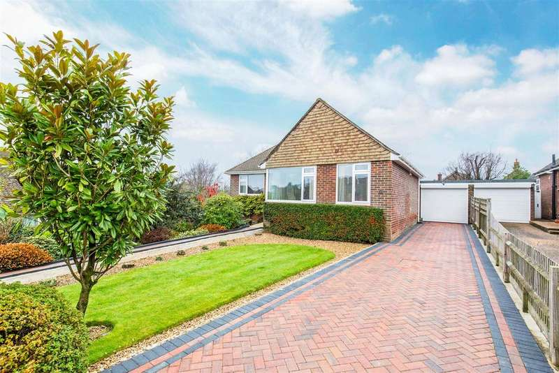 2 Bedrooms Detached Bungalow for sale in Downsview, Heathfield