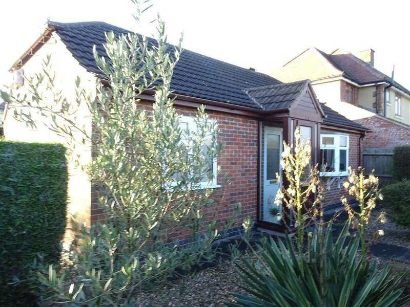2 Bedrooms Detached Bungalow for sale in Middlefield Lane, Hinckley