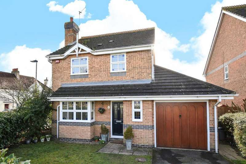 3 Bedrooms Detached House for sale in Lavender Close, Bromley
