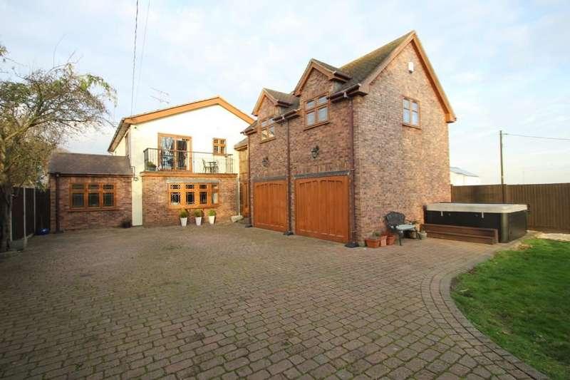 4 Bedrooms Detached House for sale in Kingsmans Farm Road, Hullbridge
