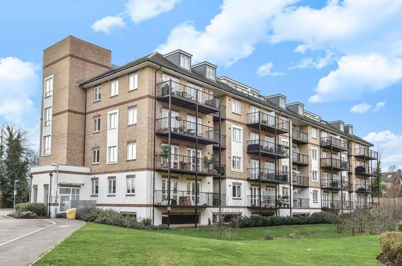 2 Bedrooms Flat for sale in Worcester Close London SE20