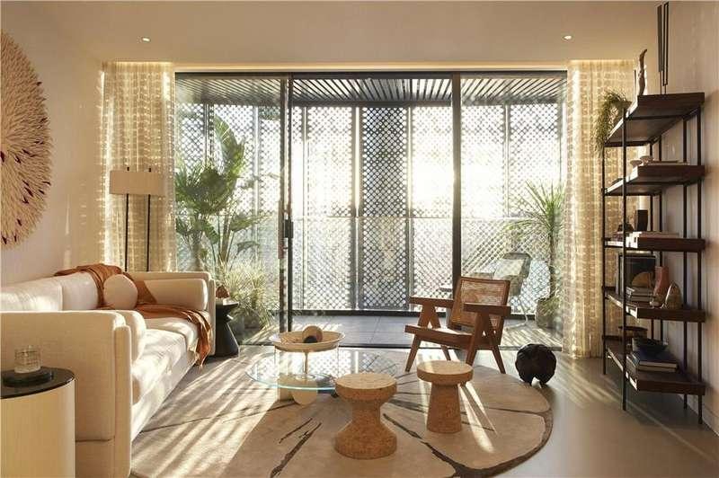 2 Bedrooms Flat for sale in Gasholders, 1 Lewis Cubitt Square, King's Cross, London, N1C