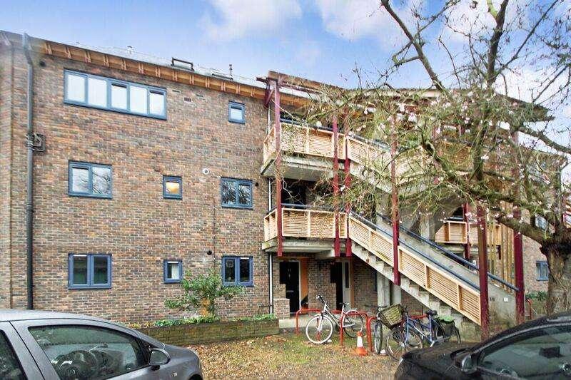 2 Bedrooms Flat for sale in Grasmere Gardens, Cambridge