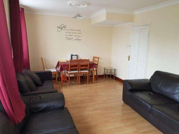 3 Bedrooms Apartment Flat for sale in 69 Gower House North Street, Barking, IG11