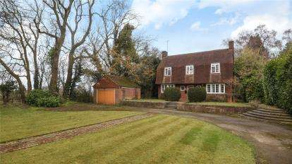 4 Bedrooms Detached House for sale in Worlds End Lane, Orpington