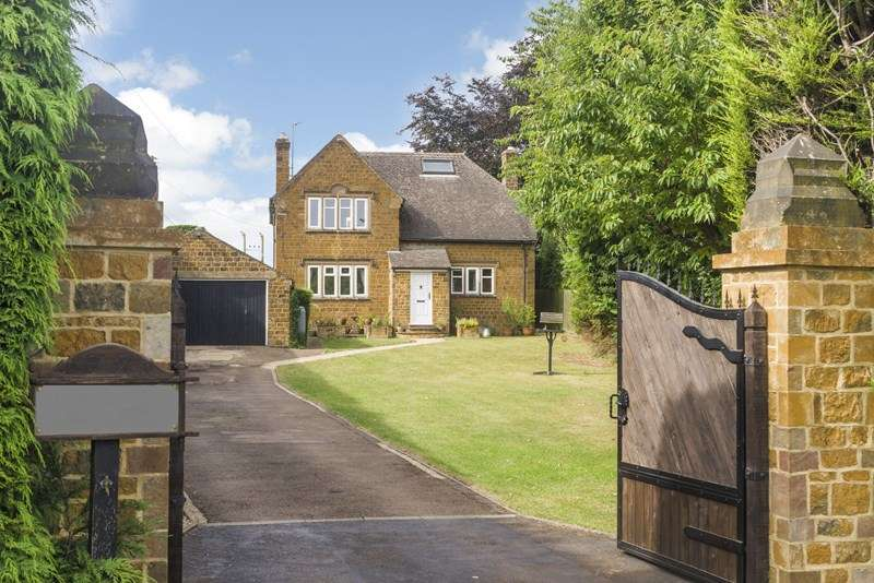 4 Bedrooms Detached House for sale in Stratford Road, Wroxton, Banbury