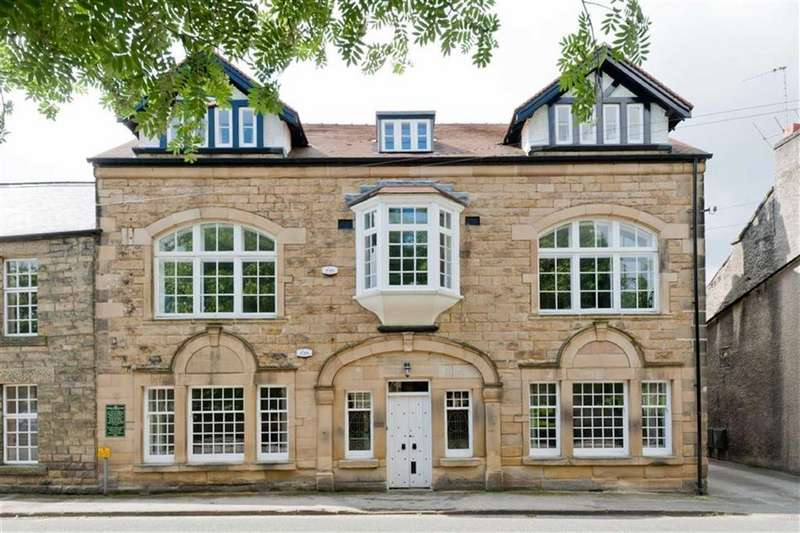3 Bedrooms Flat for sale in The Penthouse, Flat 3, Talbot Court, Church Street, Eyam, Hope Valley, Derbyshire, S32