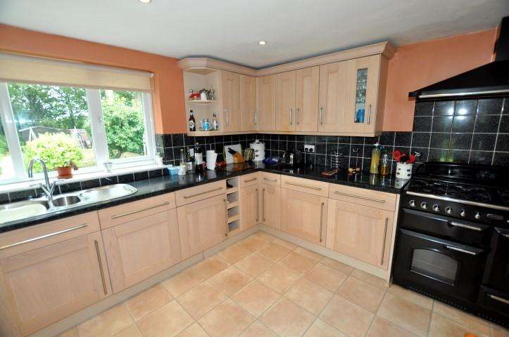 2 Bedrooms House Share for rent in The Chestnuts, Fyfield,