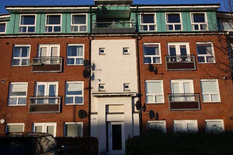 3 Bedrooms Flat for rent in Blanefield Gardens, Anniesland, Glasgow, G13 1BP