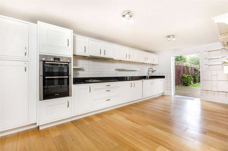 4 Bedrooms Terraced House for rent in Westcombe Hill, London