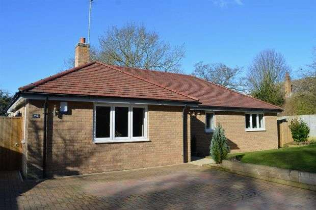 3 Bedrooms Detached Bungalow for sale in Penfold Lane, Great Billing, Northampton NN3 9EF