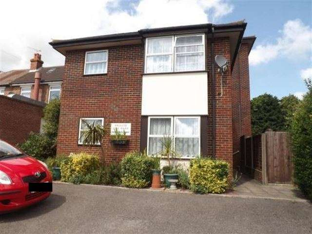 1 Bedroom Ground Flat for sale in 272 Havant Road, Drayton, Portsmouth, Hampshire, PO6 1PA