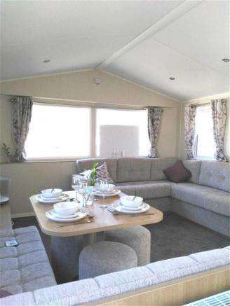 3 Bedrooms Property for sale in Lynch Lane, Weymouth, Dorset