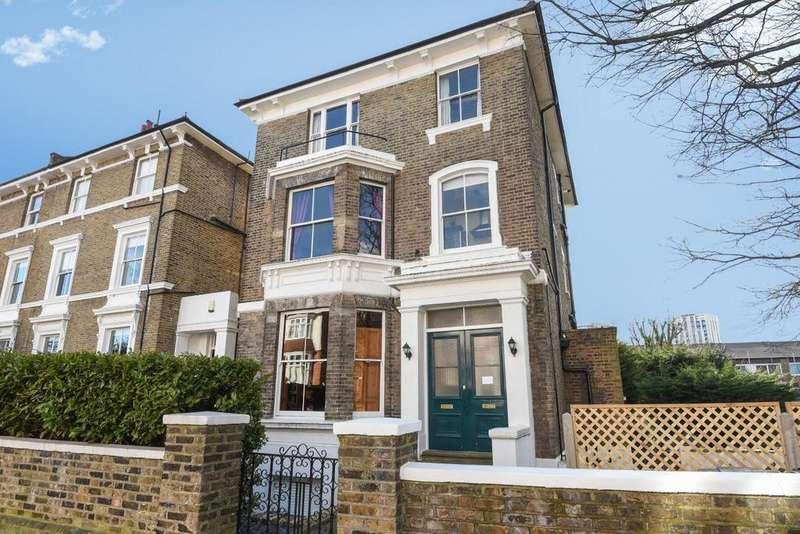 2 Bedrooms Flat for sale in Eliot Park, Lewisham