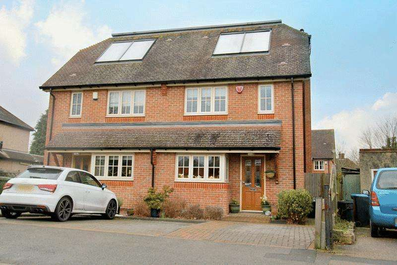 4 Bedrooms Semi Detached House for sale in Foxon Lane, Caterham