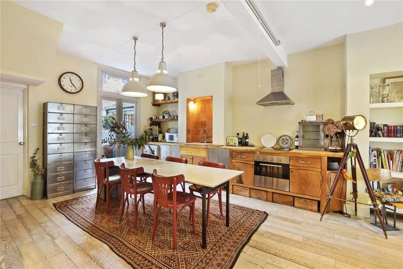 3 Bedrooms Terraced House for sale in Wellington Row, London, E2