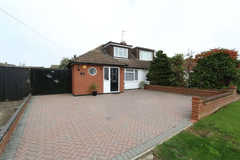3 Bedrooms Semi Detached Bungalow for sale in Manor Road, Caddington, Luton, Bedfordshire, LU1 4HH