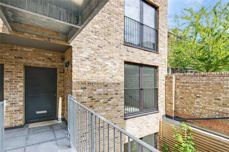 2 Bedrooms Flat for sale in Leighton Road, London, NW5