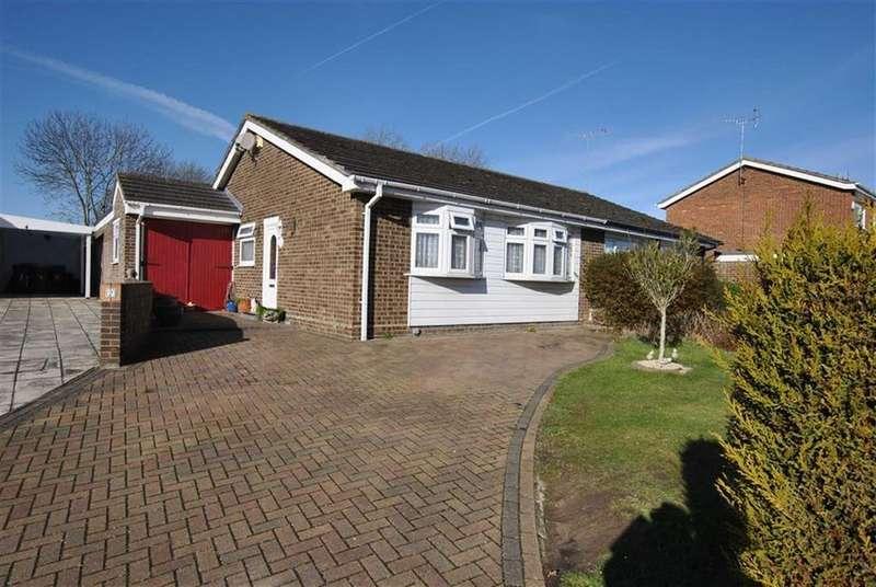 3 Bedrooms Semi Detached Bungalow for sale in Devon Gardens, Rochford, Essex