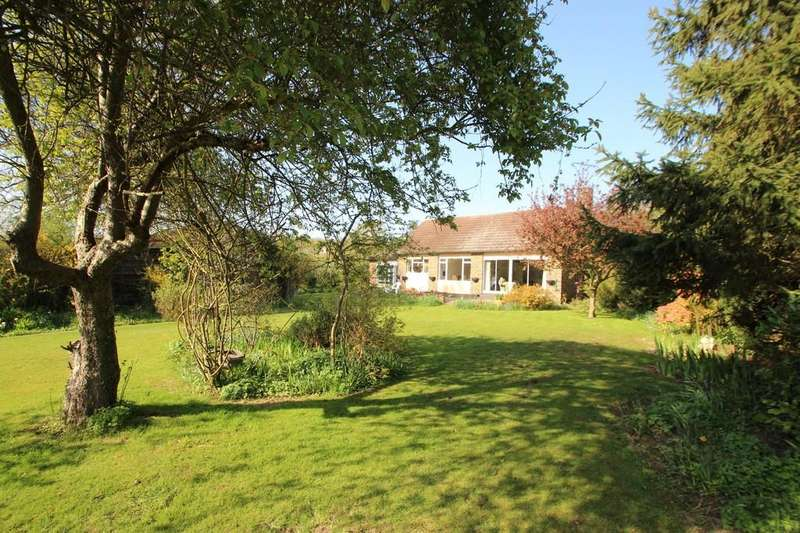 4 Bedrooms Detached Bungalow for sale in Daws Heath, SS7